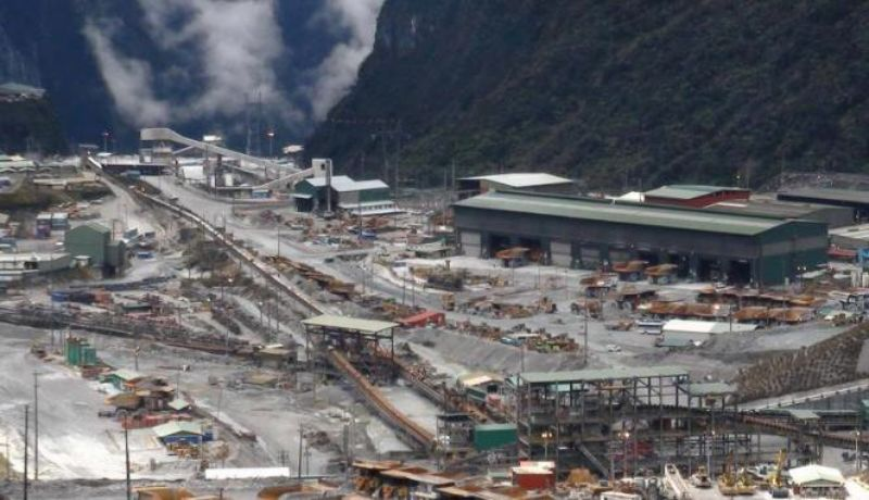 Memeberikan statement keras ke PT. FreePort untuk segera membangun smelter di Papua, sehingga tidak ada alasan untuk membawa hasil mentah ke negaranya.